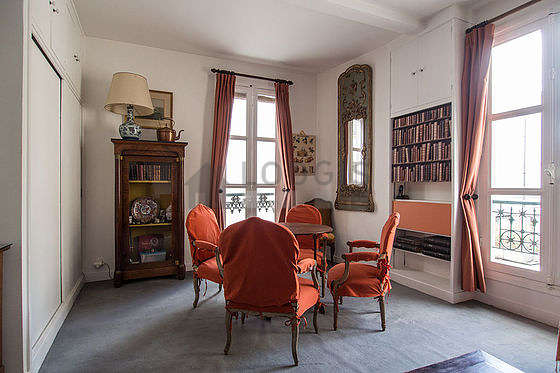 Séjour très calme équipé de canapé, 1 fauteuil(s), 6 chaise(s)