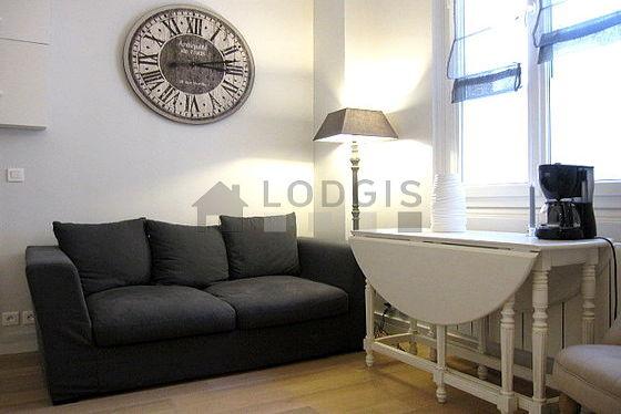 Séjour calme équipé de 1 canapé(s) lit(s) de 130cm, 1 lit(s) mezzanine de 160cm, téléviseur, 1 fauteuil(s)
