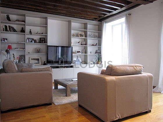 Séjour très calme équipé de télé, chaine hifi, 1 fauteuil(s), 2 chaise(s)