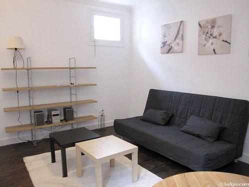Séjour calme équipé de 1 canapé(s) lit(s) de 160cm, télé, chaine hifi, 2 chaise(s)