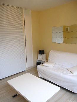 Séjour calme équipé de 1 canapé(s) lit(s) de 140cm, téléviseur, chaine hifi, penderie