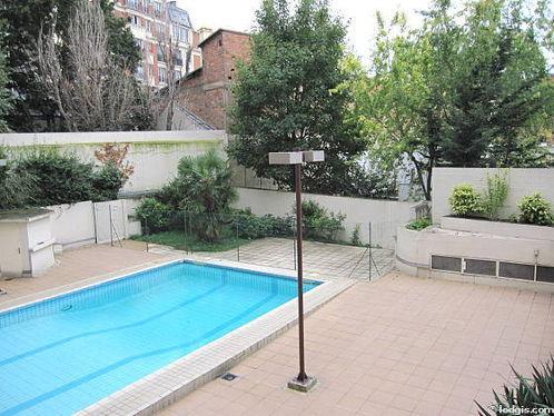 Location studio avec piscine et ascenseur paris 18 rue for Piscine paris 18
