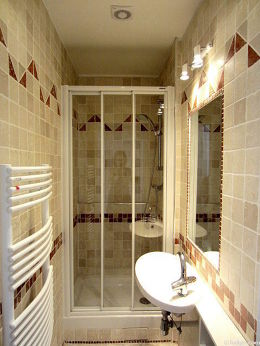 Pleasant bathroom with tile floor