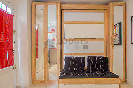 Séjour calme équipé de 1 canapé(s) lit(s) de 120cm, téléviseur, ventilateur, 2 chaise(s)