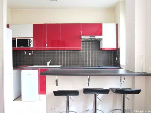Kitchen where you can have dinner for 2 person(s) equipped with washing machine, refrigerator, extractor hood