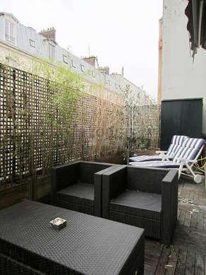 Terrasse équipée de canapé