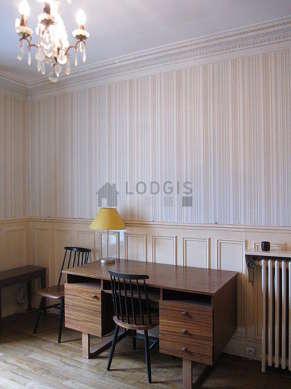 Chambre pour 2 personnes équipée de 1 lit(s) bébé de 0cm, 1 lit(s) gigogne de 90cm
