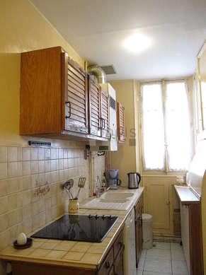 Cuisine dînatoire pour 6 personne(s) équipée de lave vaisselle, plaques de cuisson, réfrigerateur, vaisselle