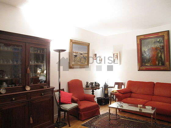 Quiet living room furnished with 1 sofabed(s) of 160cm, tv, dvd player, 3 armchair(s)