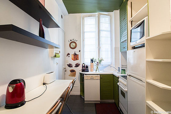 Kitchen where you can have dinner for 3 person(s) equipped with washing machine, dryer, refrigerator, hood