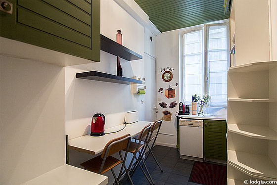 Kitchen of 8m² with its linoleum floor