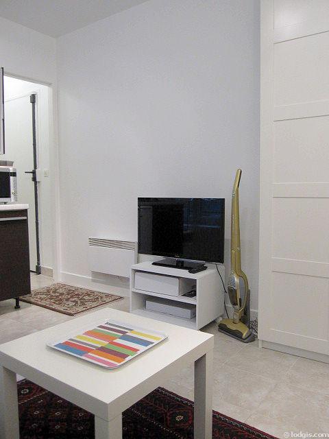 Location studio avec ascenseur clichy 92110 meubl 16 m proche de paris for Location studio meuble paris 16