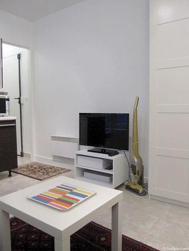 Séjour très calme équipé de 1 canapé(s) lit(s) de 140cm, téléviseur, penderie, 3 chaise(s)