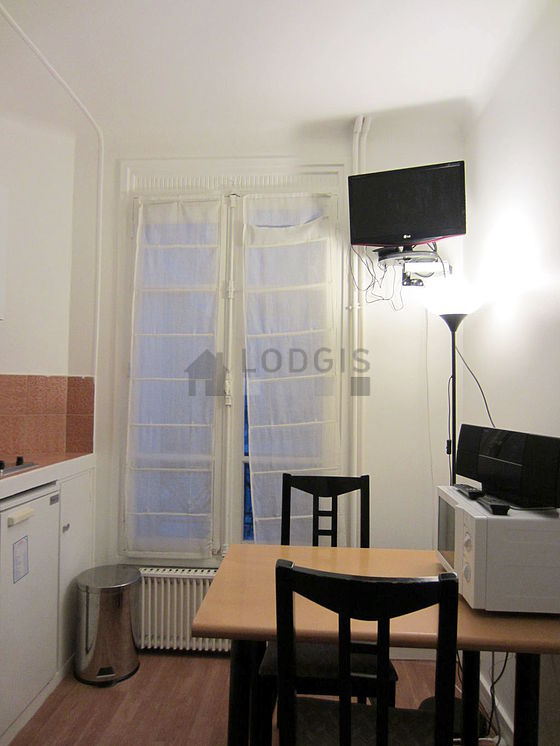 Location studio avec ascenseur et concierge paris 15 rue for Location studio meuble paris 15