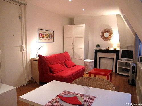 Salon lumineux équipé de commode, 2 chaise(s)