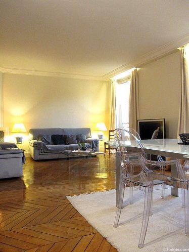 Beau séjour calme et très lumineux d'un appartement à Paris