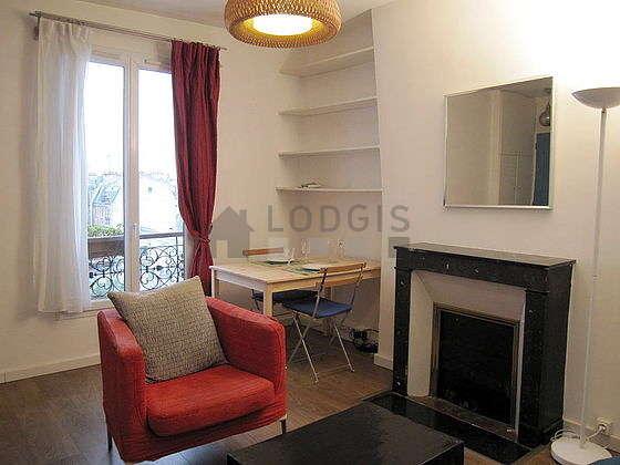 Séjour très calme équipé de 1 canapé(s) lit(s) de 140cm, téléviseur, ventilateur, 1 fauteuil(s)