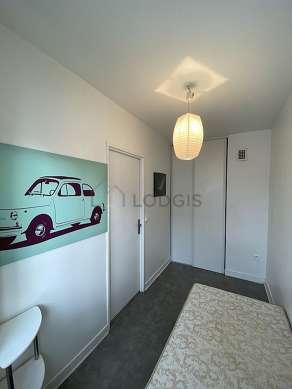 Bedroom of 6m² with its wooden floor