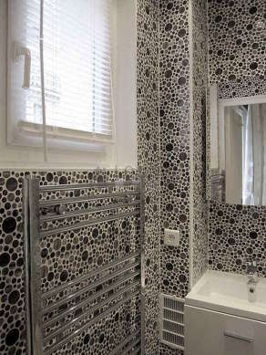 Pleasant and bright bathroom with windows and with tile floor