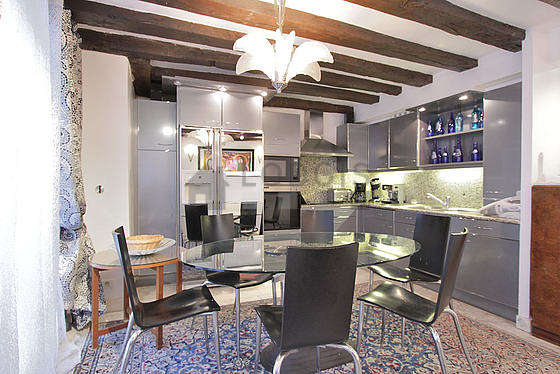Kitchen where you can have dinner for 6 person(s) equipped with washing machine, dryer, refrigerator, extractor hood