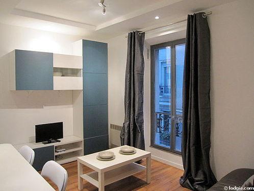 Séjour très calme équipé de 1 canapé(s) lit(s) de 140cm, téléviseur, placard, 2 chaise(s)