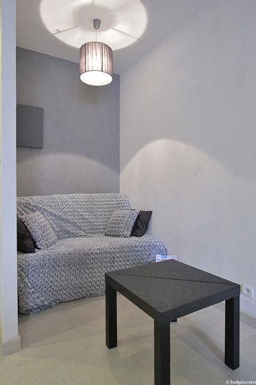 Séjour très calme équipé de 1 canapé(s) lit(s) de 140cm, téléviseur, penderie, 4 chaise(s)