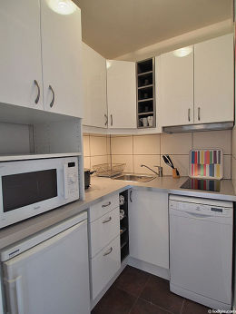 Magnifique cuisine de 2m² avec du carrelage au sol