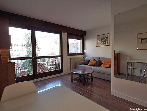 Salon de 16m² avec du parquet au sol