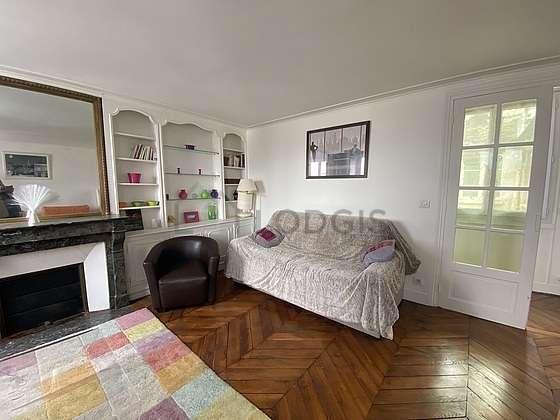 Séjour très calme équipé de 1 canapé(s) lit(s) de 80cm, 1 canapé(s) lit(s) de 140cm, téléviseur, 1 fauteuil(s)