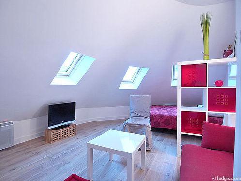 Séjour très calme équipé de 1 lit(s) de 140cm, téléviseur, placard, 1 chaise(s)