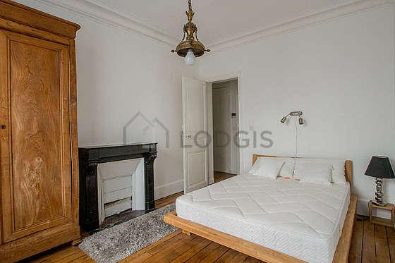 Bedroom of 12m² with its wooden floor