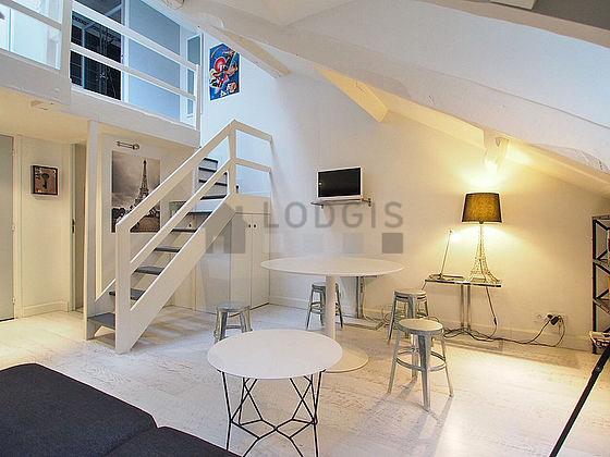 location duplex 1 chambre avec ascenseur paris 7 rue de s vres meubl 40 m invalides. Black Bedroom Furniture Sets. Home Design Ideas
