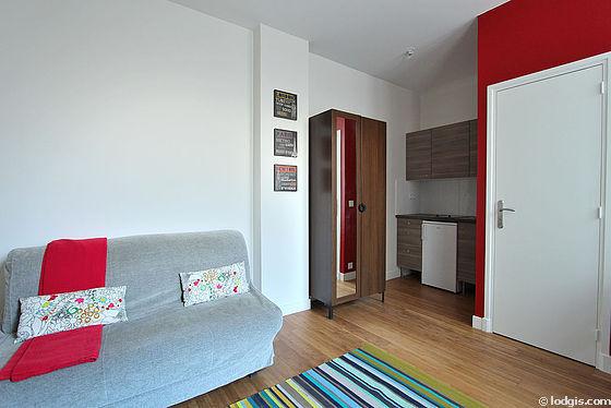 Location studio avec ascenseur concierge et local v los for Location studio meuble paris 16