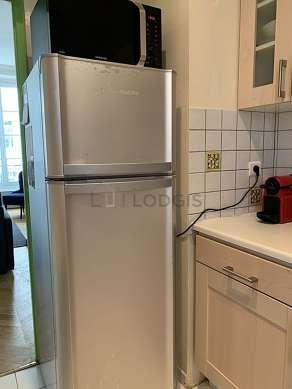 Cuisine dînatoire pour 2 personne(s) équipée de lave linge, réfrigerateur, hotte, vaisselle