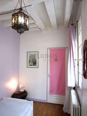 Chambre calme pour 2 personnes équipée de 1 lit(s) bébé de 0cm, 1 lit(s) gigogne de 90cm