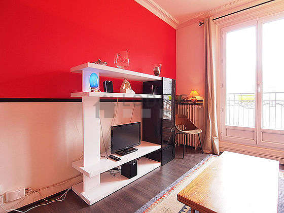 Séjour équipé de 1 canapé(s) lit(s) de 140cm, téléviseur, chaine hifi, 1 chaise(s)