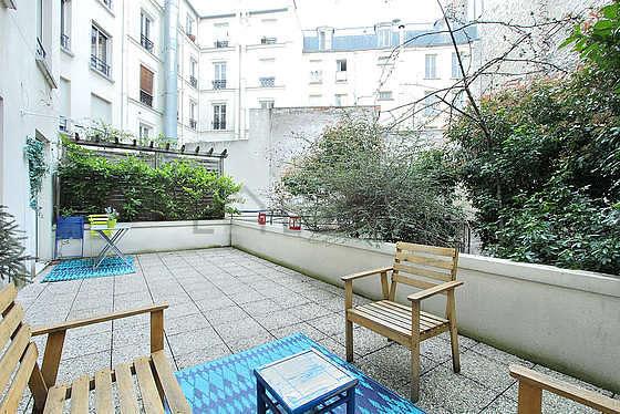 Paris montmartre rue houdon monthly furnished rental for 14 m4s garden terrace