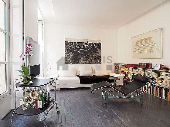 Very quiet living room furnished with tv, 5 armchair(s), 2 chair(s)