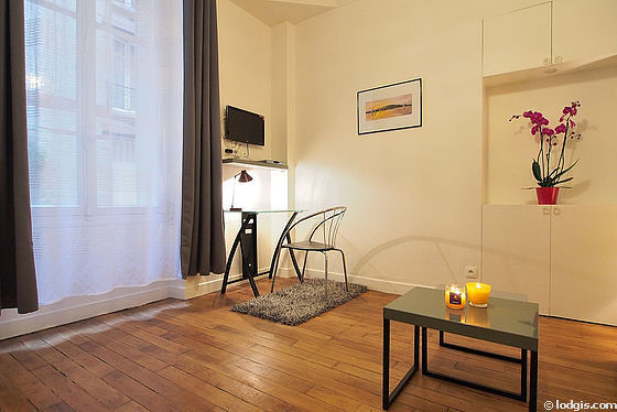 Séjour très calme équipé de 1 canapé(s) lit(s) de 140cm, téléviseur, penderie, placard