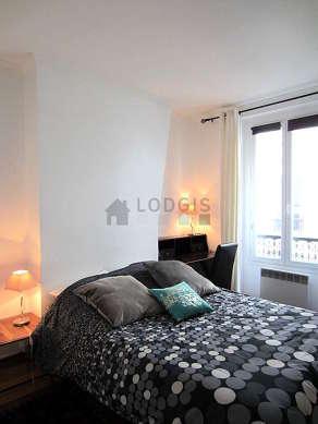 Chambre de 10m² avec des tomettes au sol