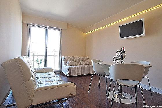 Séjour calme équipé de 1 canapé(s) lit(s) de 90cm, 1 canapé(s) lit(s) de 140cm, télé, 4 chaise(s)