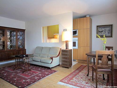 Séjour calme équipé de téléviseur, lecteur de dvd, 1 fauteuil(s), 4 chaise(s)