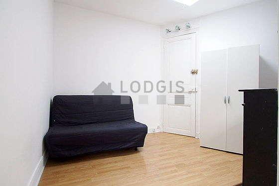 Séjour très calme équipé de 1 canapé(s) lit(s) de 140cm, armoire