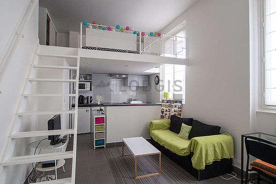 Séjour calme équipé de 1 canapé(s) lit(s) de 120cm, téléviseur, penderie, placard