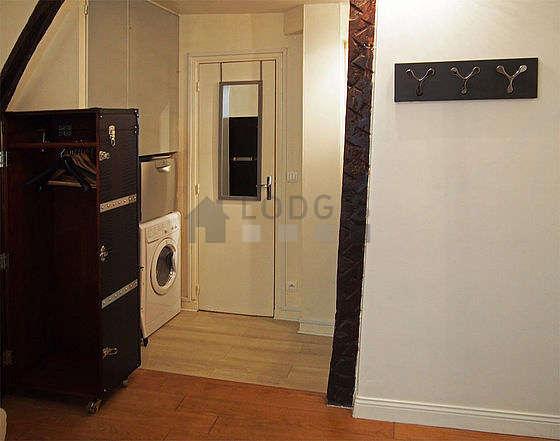 Séjour très calme équipé de 1 canapé(s) lit(s) de 140cm, téléviseur, ventilateur, 2 chaise(s)