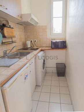 Kitchen of 2m² with its tile floor