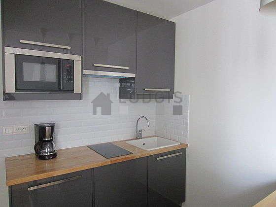 Belle cuisine de 6m² avec du carrelage au sol