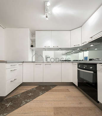 Great kitchen of 5m² with wooden floor