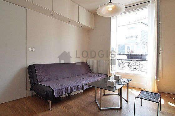 Séjour équipé de 1 canapé(s) lit(s) de 120cm, téléviseur, 2 chaise(s)