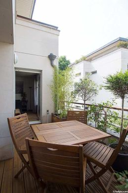 Very quiet and very bright balcony with wooden floor